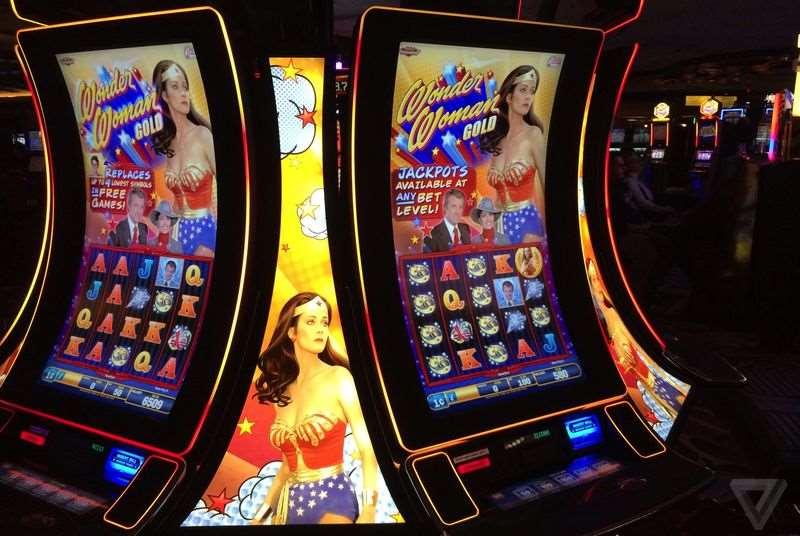 aparat de casino cu ecran curbat